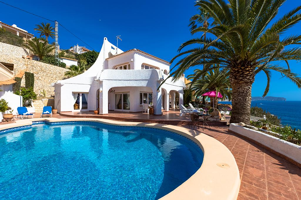 Basetes 6, Beautiful and cheerful villa  with private pool in Benissa, on the Costa Blanca, Spain for 6 persons...