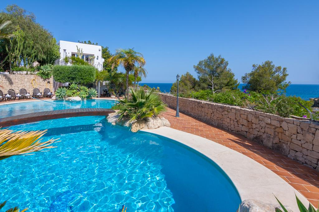 Cielito Lindo 10, Large and comfortable villa in Benissa, on the Costa Blanca, Spain  with private pool for 10 persons...