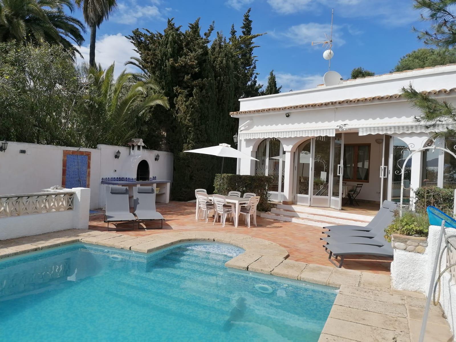 Villa 2001,Villa  con piscina privada en Moraira, en la Costa Blanca, España para 6 personas.....