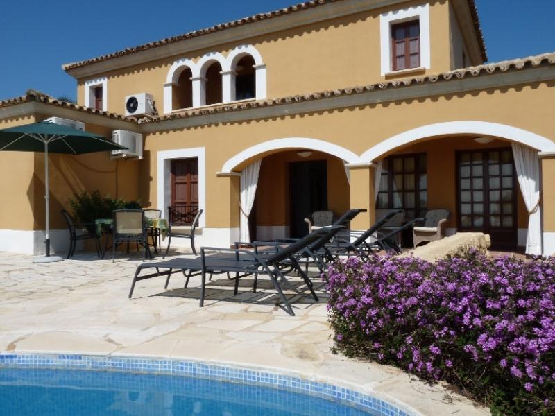 Bahia Finestrat,Villa con piscina privada en Finestrat, Alicante para 10 personas. La villa está situada en una zona residencial.....