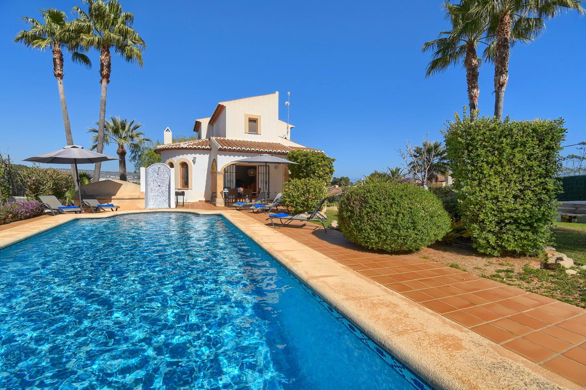 El Signo de Aries, Classic and comfortable villa in Javea, on the Costa Blanca, Spain  with private pool for 6 persons...