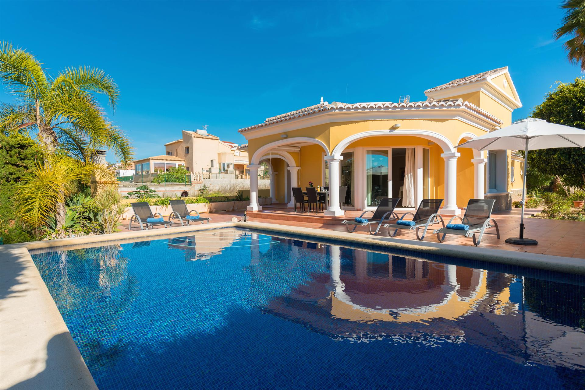 Villa Casanova, Beautiful and comfortable villa  with private pool in Calpe, on the Costa Blanca, Spain for 6 persons...