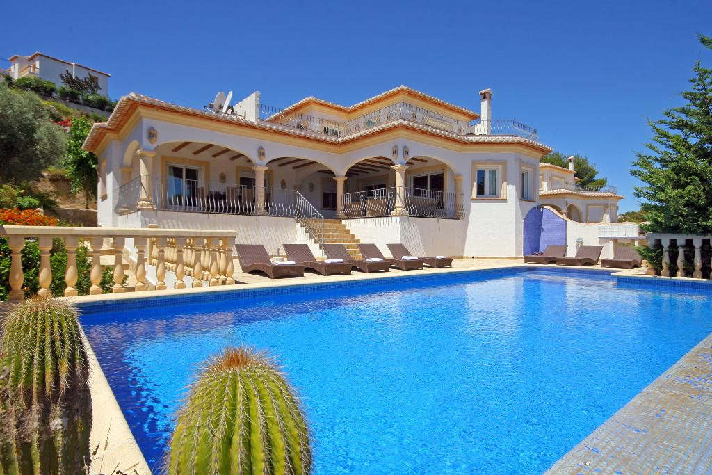 Anngo, Large and comfortable villa in Javea, on the Costa Blanca, Spain  with private pool for 8 persons.....