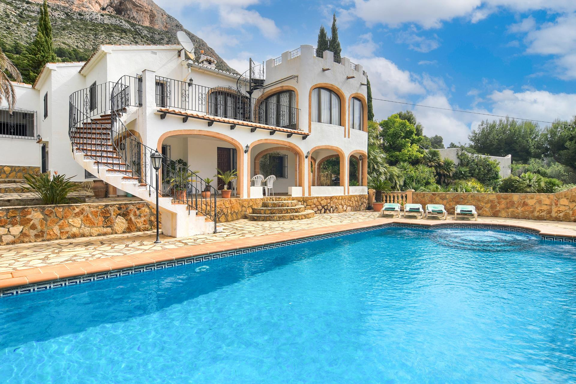 Olivo, Rustic and classic villa  with private pool in Javea, on the Costa Blanca, Spain for 4 persons.....