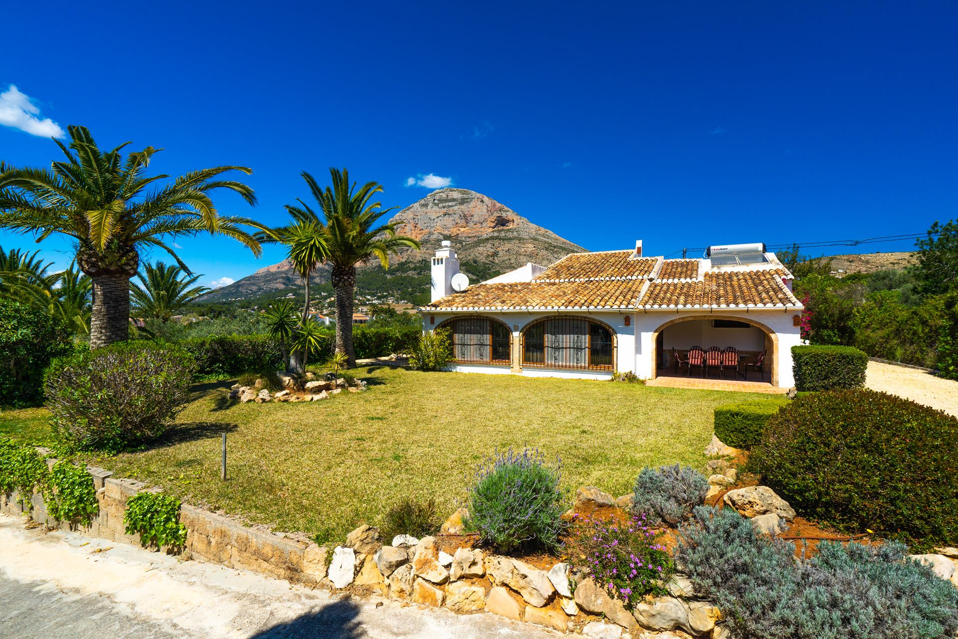 Casa Danesa, Beautiful and nice villa in Javea, on the Costa Blanca, Spain  with private pool for 8 persons.....