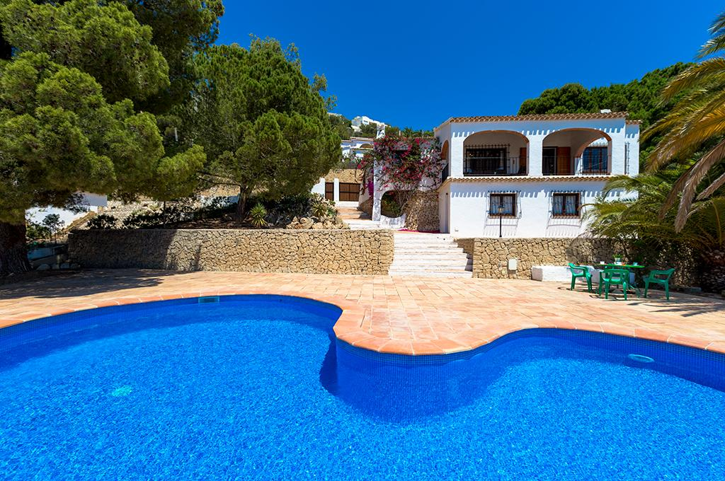 Fortuna 6, Villa in Benissa, on the Costa Blanca, Spain with private pool for 6 persons. The villa is situated in a hilly, wooded and.....