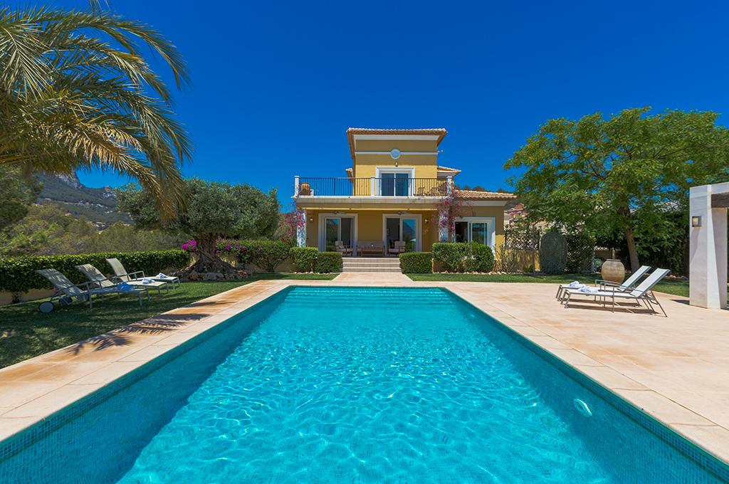 Bellmar 10, Beautiful and comfortable villa  with private pool in Calpe, on the Costa Blanca, Spain for 10 persons...