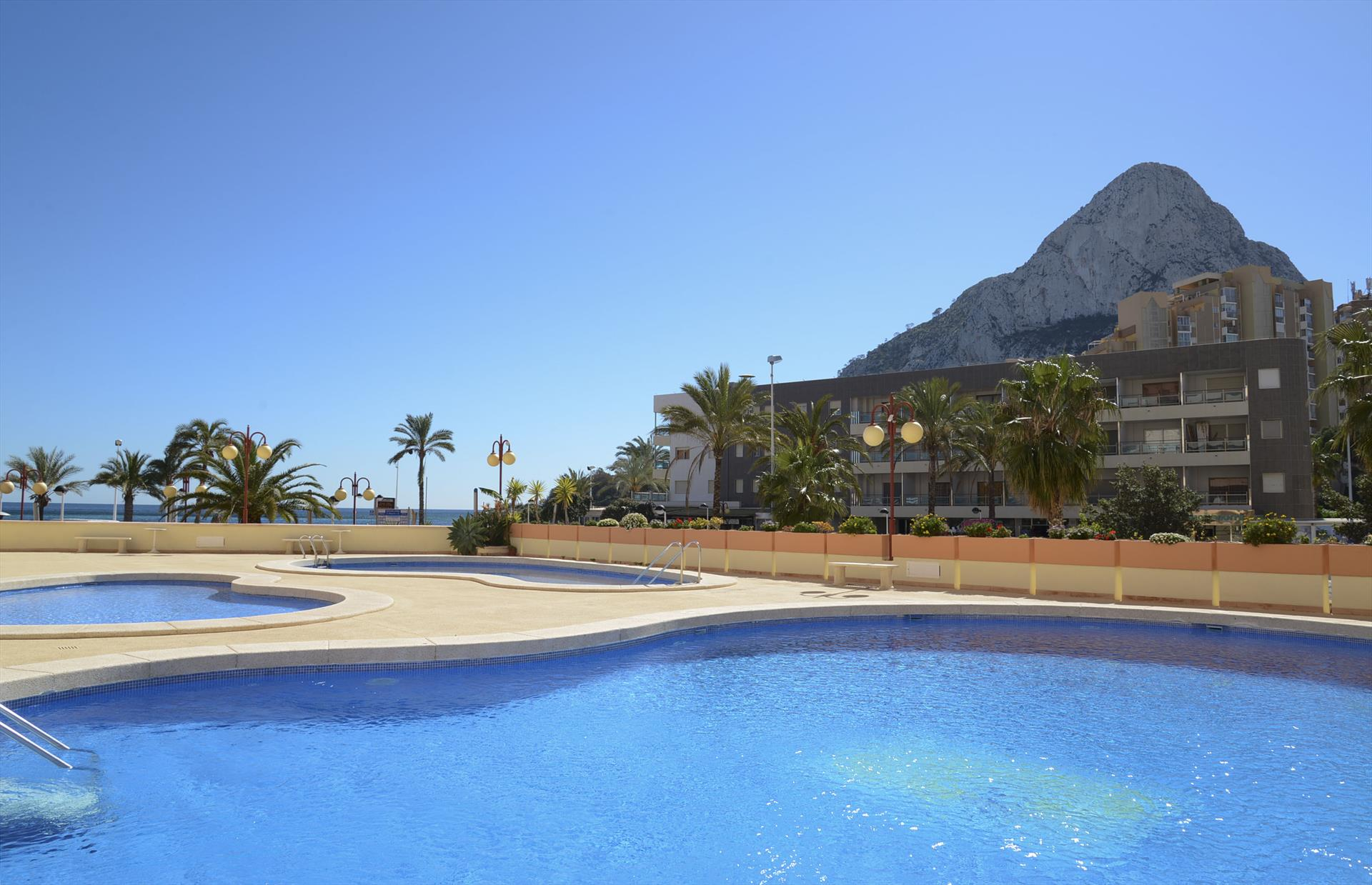 Apartamento Zafiro 34B, Apartment in Calpe, on the Costa Blanca, Spain  with communal pool for 4 persons.....