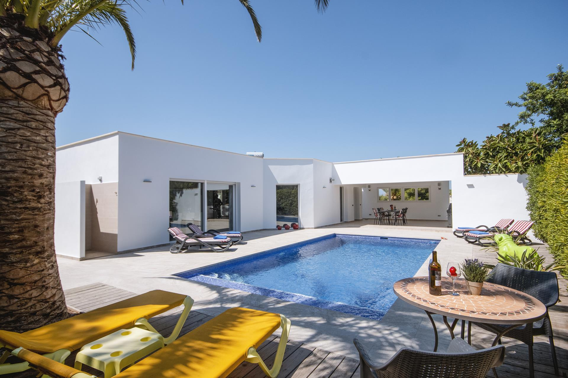 Mercedes, Beautiful and cheerful villa in Javea, on the Costa Blanca, Spain  with private pool for 4 persons...