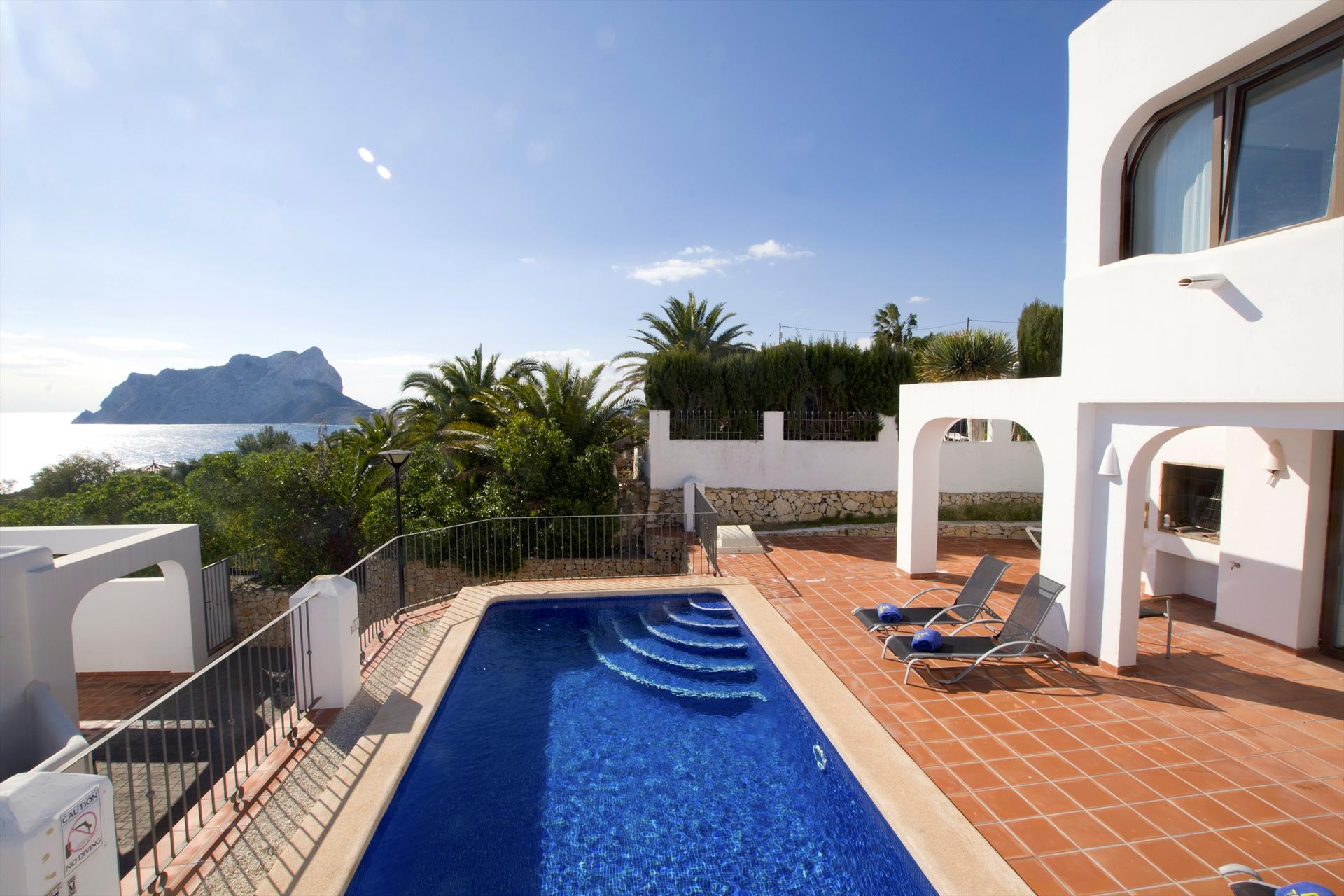 Villa Mirador de Bassetes 19, Beautiful and comfortable villa in Calpe, on the Costa Blanca, Spain  with private pool for 6 persons.....