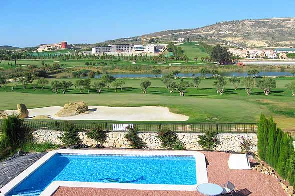 Canela,Casa de vacaciones  con piscina privada en Algorfa, en la Costa Blanca, España para 4 personas...