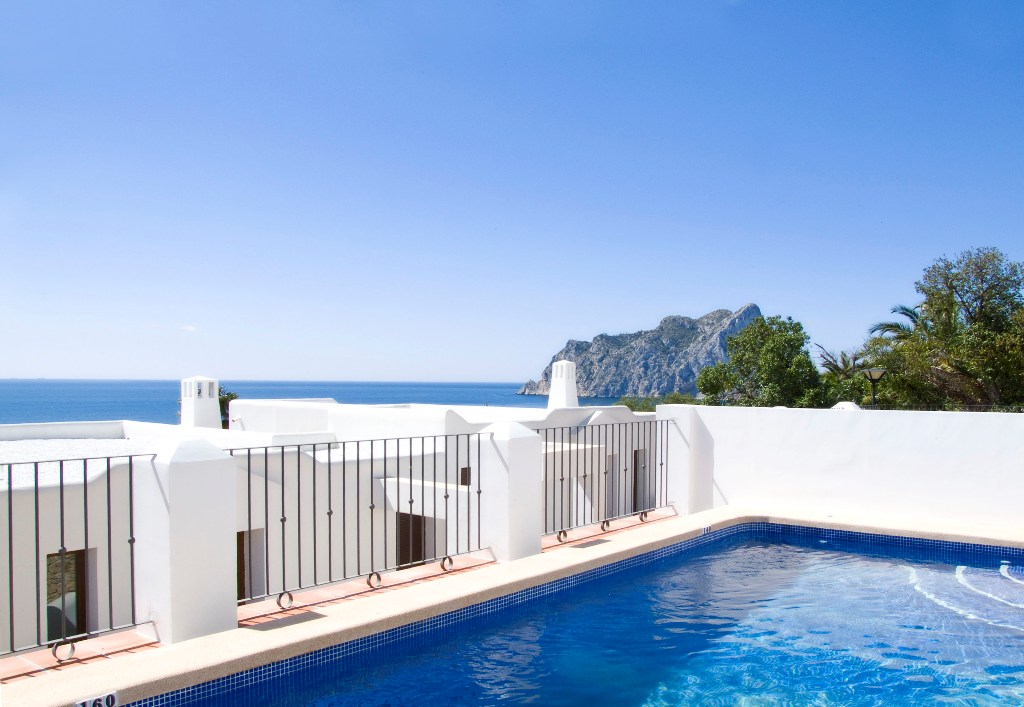 Villa Mirador de Bassetes 18, Beautiful and comfortable villa in Calpe, on the Costa Blanca, Spain  with private pool for 6 persons...