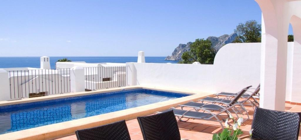 Villa Mirador de Bassetes, Holiday semi-detached house in Calpe (Costa Blanca) for maximum 6 people.Modern villa built in 2009, distributed in 2 levels......