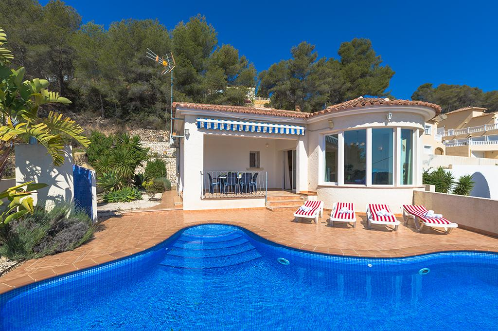 Carlos 6, Comfortable villa with private pool in Calpe for 6 persons, for some pleasant holidays on the Costa Blanca with family,.....