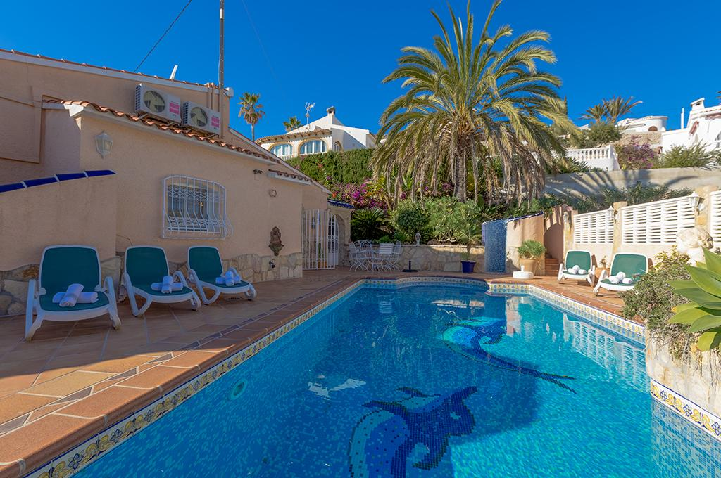 Ambiente 10, Comfortable villa  with private pool in Calpe, on the Costa Blanca, Spain for 10 persons.....