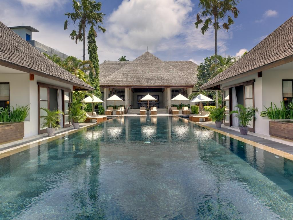 Mandalay 7BR,Grote en luxe villa in Seseh, op Bali, Indonesië  met privé zwembad voor 14 personen...