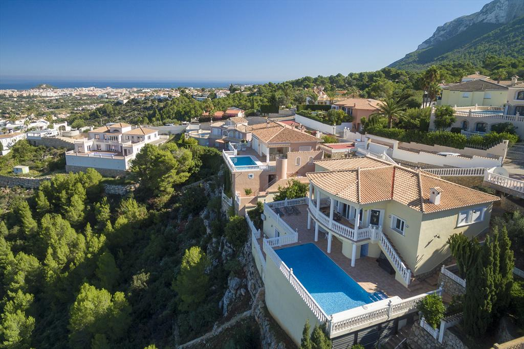 Casa Penney, Comfortable villa  with heated pool in Denia, on the Costa Blanca, Spain for 6 persons.....