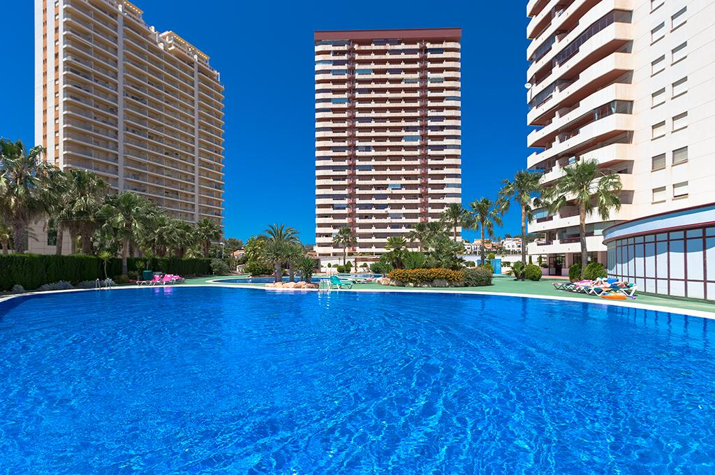 Coral Beach 4, Apartment with communal pool in Calpe, on the Costa Blanca, Spain for 4 persons. The apartment is situated close to restaurants.....