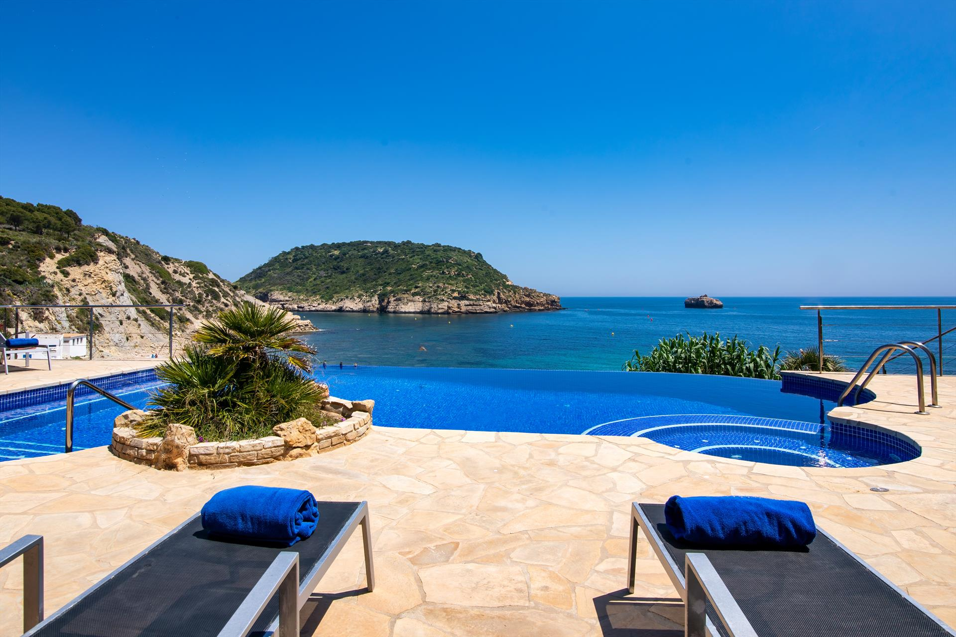 Casa Alicia10, Villa with private pool in Javea, on the Costa Blanca, Spain for 10 persons. The villa is situated in a hilly, wooded and.....