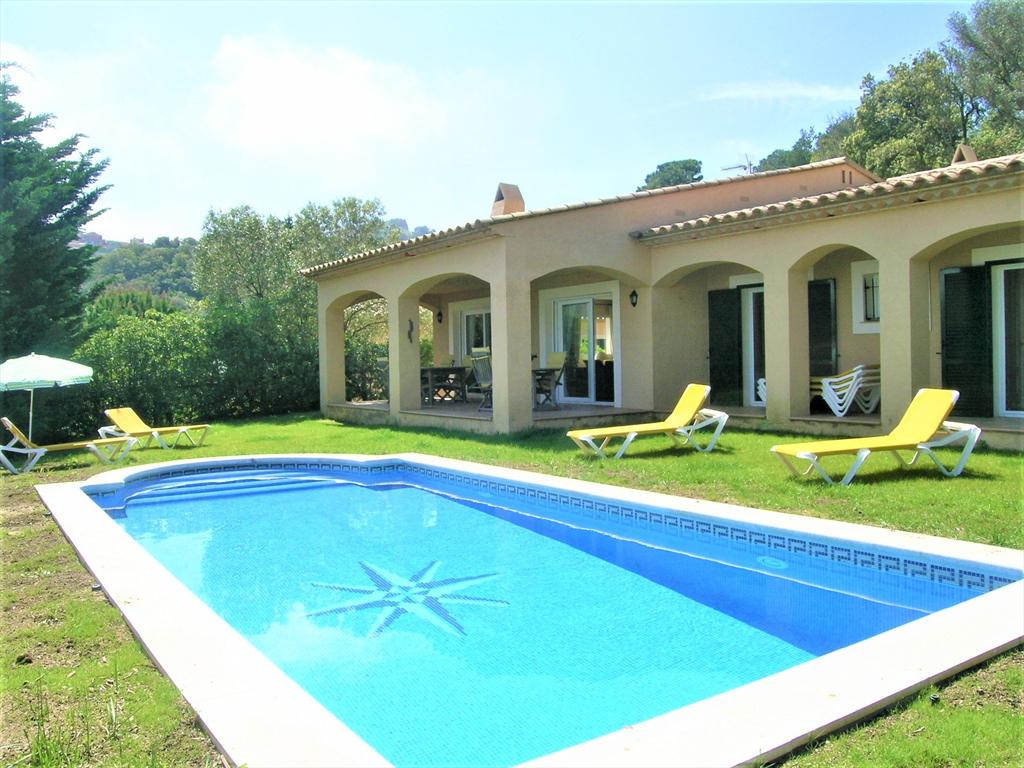 ISAAC ALBENIZ Begur Costa Brava casa con  piscina privada y bonita vista al mar es amplia y acogedora, Large and nice villa  with private pool in Begur, on the Costa Brava, Spain for 6 persons.....