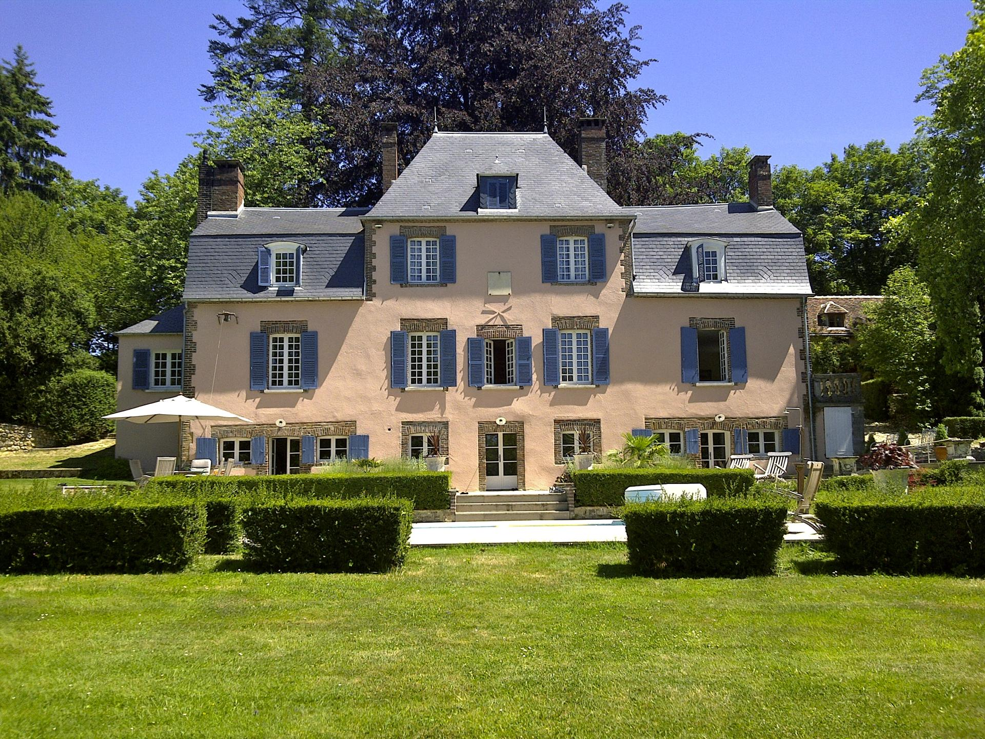 Le Charme, Wonderful and luxury castle  with private pool in Mezilles, Burgundy, France for 18 persons.....