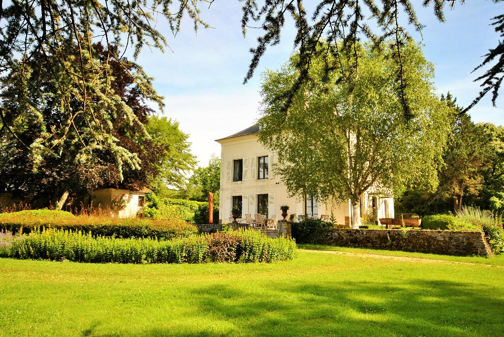 Maison bourgogne, Wonderful and classic country house  with private pool in Saint Sauveur en Puisaye, Burgundy, France for 14 persons...