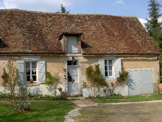Les Boissenet, Rustic and cheerful holiday house in Treigny, Burgundy, France  with private pool for 4 persons.....