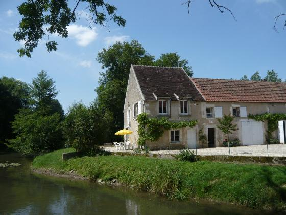 Moulin de Prenoulat, open fitted kitchen (4m2) with microwave, oven, cooker, dishwasher.Living room (30m2) has a nice view over the river......