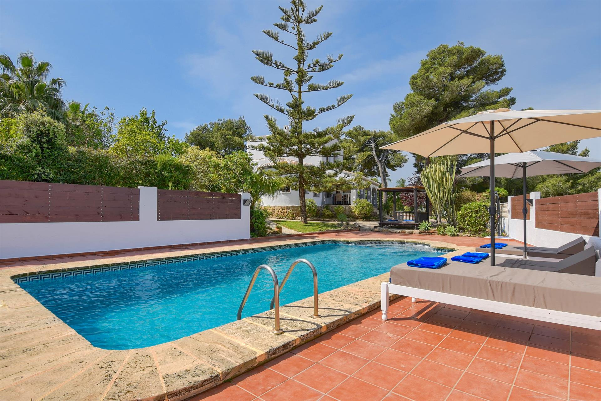 Villa Luna 4, Rustic and classic villa  with private pool in Javea, on the Costa Blanca, Spain for 4 persons...