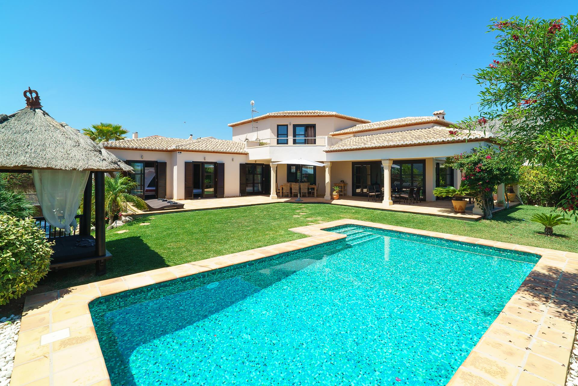 Daru dunya, Large and romantic villa  with private pool in Denia, on the Costa Blanca, Spain for 8 persons...