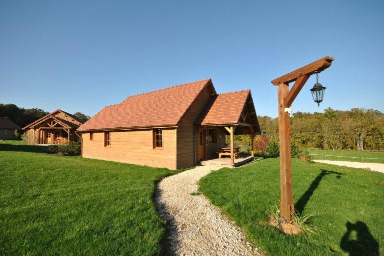 chalet A5, Beautiful and comfortable holiday home in Saint Fargeau en Puisaye, Burgundy, France with communal pool for 4 persons. This.....