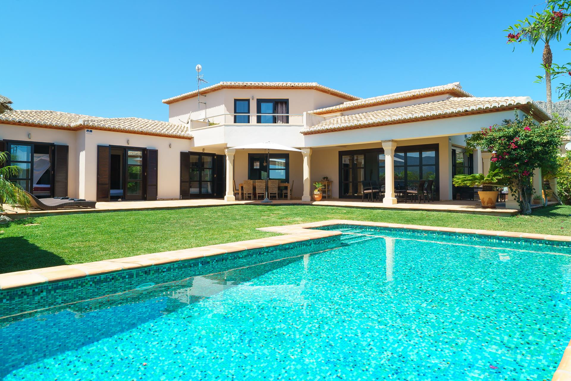 Daru dunya 6, Wonderful and comfortable luxury villa  with private pool in Denia, on the Costa Blanca, Spain for 6 persons...