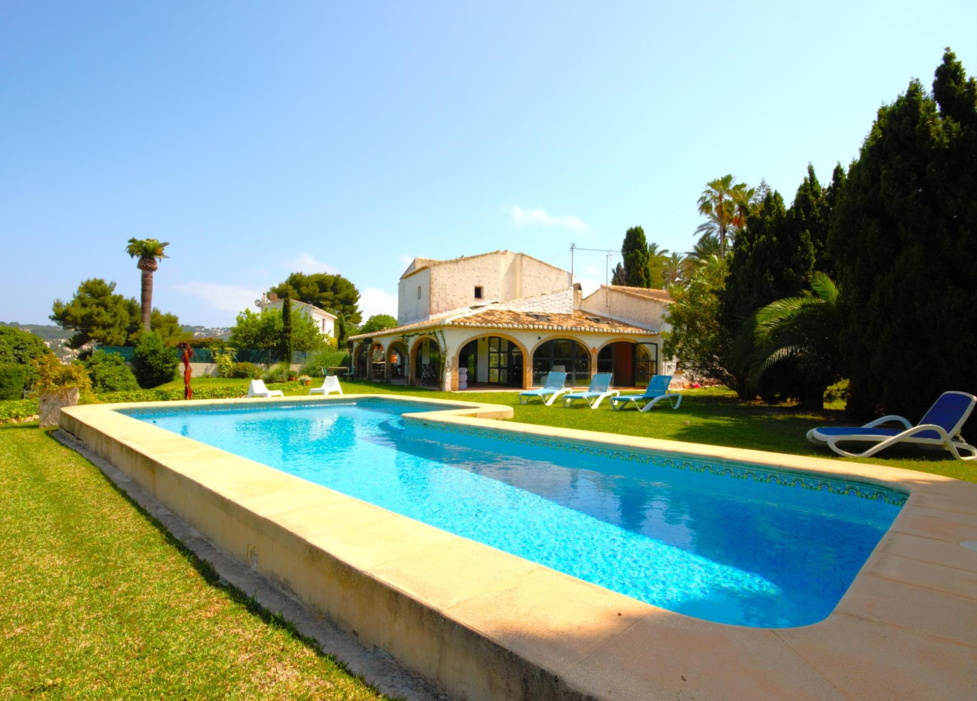 Tosalet 12, Large and classic villa  with private pool in Javea, on the Costa Blanca, Spain for 13 persons.  The villa is situated .....