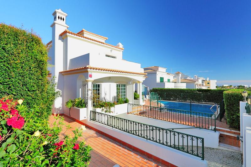 Villa Albufeira LS211, Beautiful and classic villa in Albufeira, on the Algarve, Portugal  with private pool for 10 persons...
