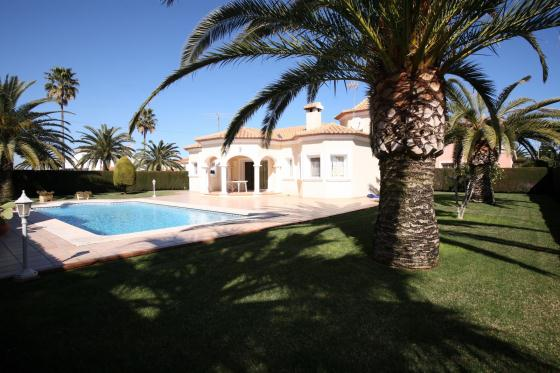 Villa California, Comfortable villa  with private pool in Denia, on the Costa Blanca, Spain for 6 persons.....