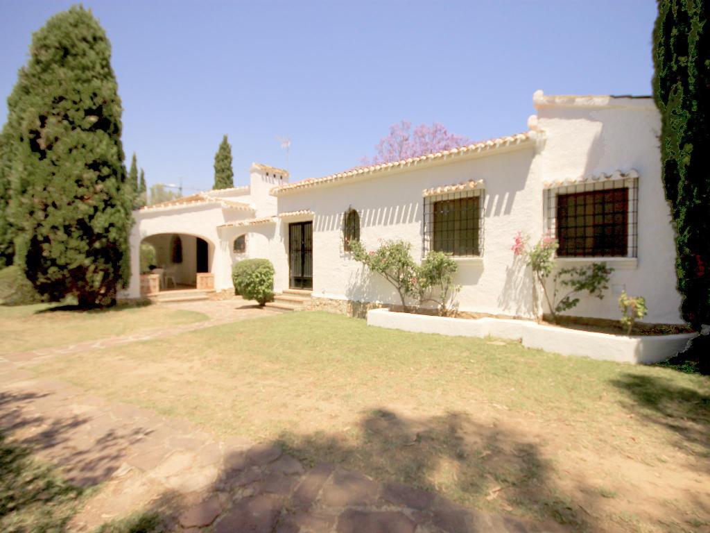La Cartuja,Villa grande y clásica en Javea, en la Costa Blanca, España  con piscina privada para 7 personas.....