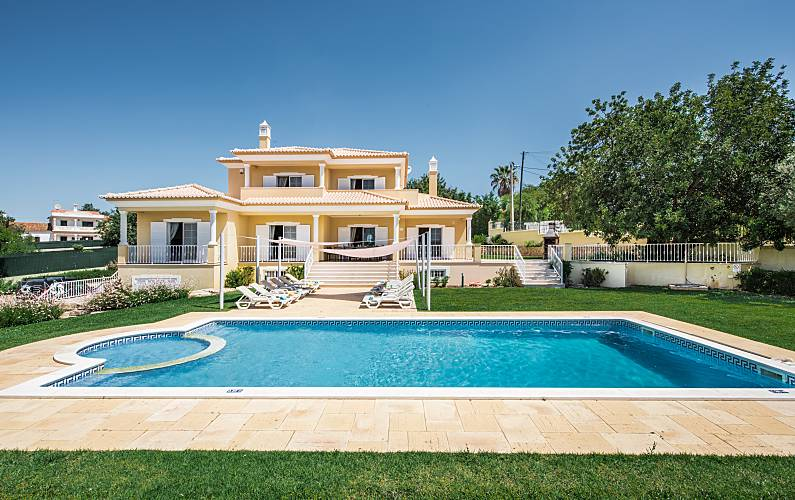 Villa Albufeira LS224, Wonderful villa in Albufeira, on the Algarve, Portugal  with private pool for 14 persons...