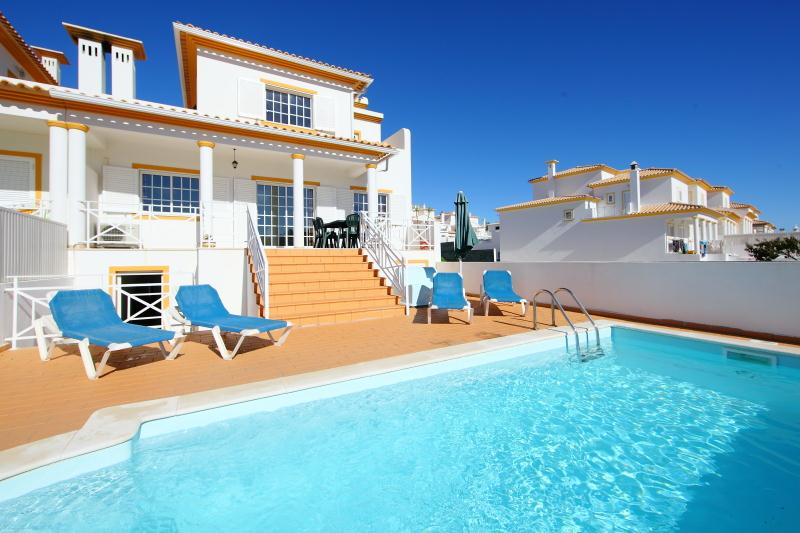 Villa albufeira ls100, Lovely and comfortable villa in Albufeira, on the Algarve, Portugal  with private pool for 6 persons...