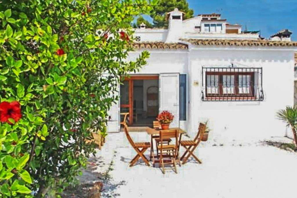 Gijon 4, Comfortable and peaceful house in Moraira, Spain for 4 persons, for some pleasant holidays on the Costa Blanca with family,.....