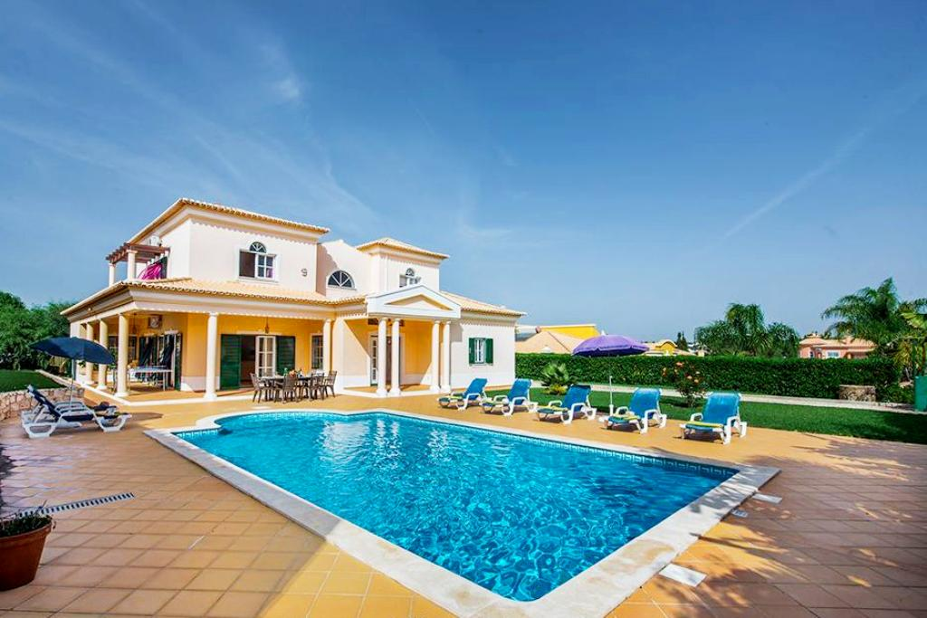 Villa Albufeira LS313, Lovely and classic villa in Albufeira, on the Algarve, Portugal  with heated pool for 8 persons...