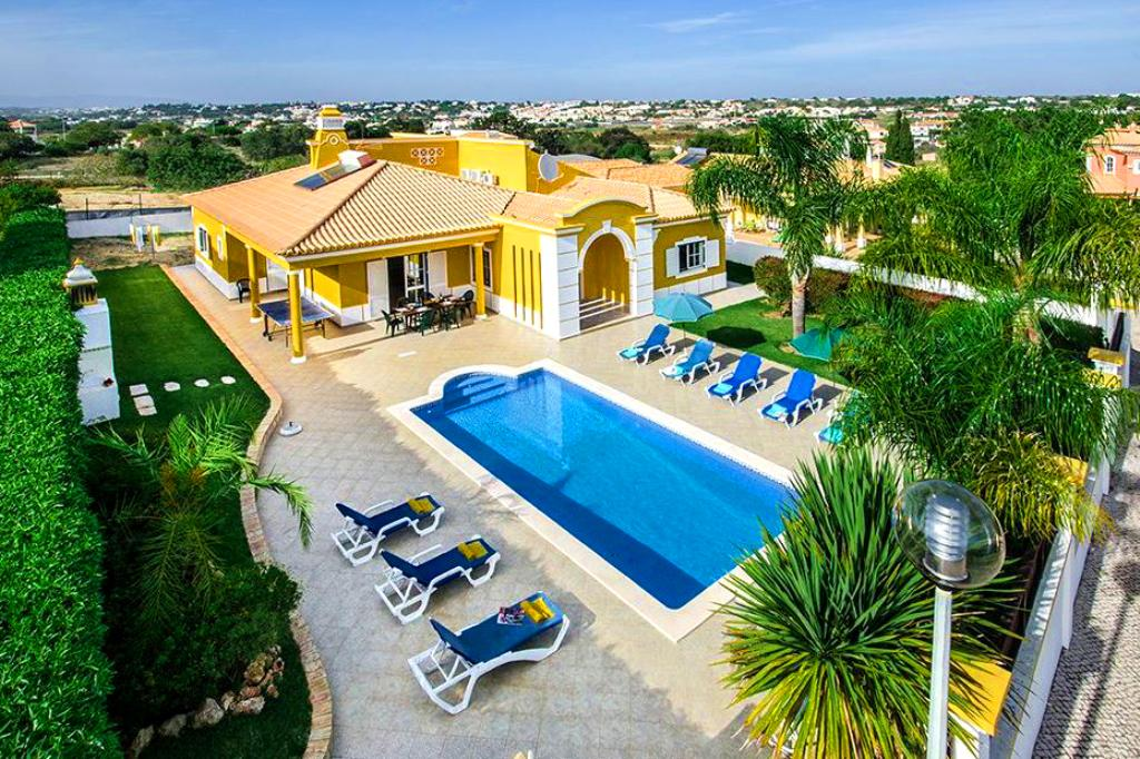 Villa Albufeira LS314, Lovely and classic villa  with heated pool in Albufeira, on the Algarve, Portugal for 8 persons...