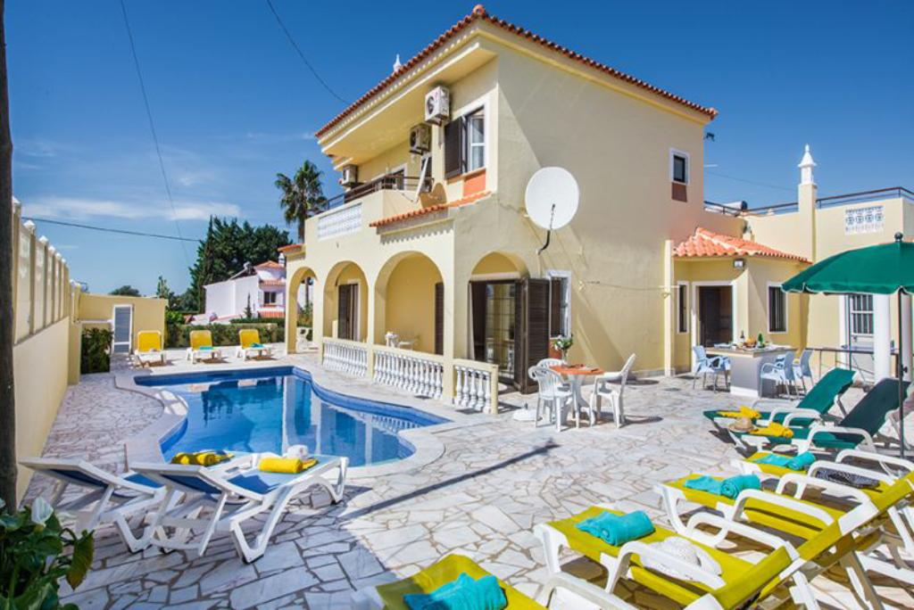 Villa Albufeira LS350, Large and comfortable villa  with private pool in Albufeira, on the Algarve, Portugal for 12 persons...