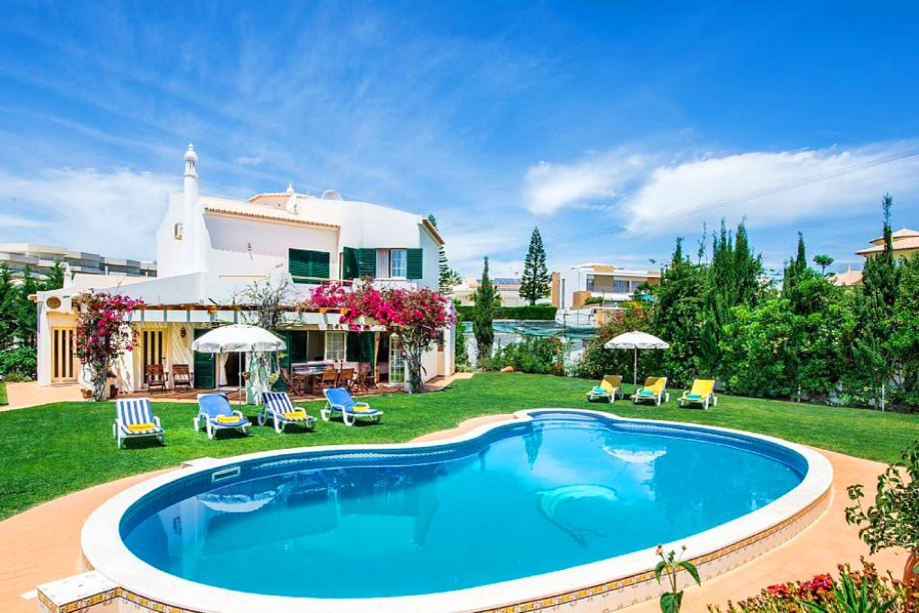 Villa Albufeira LS330, Beautiful and romantic villa in Albufeira, on the Algarve, Portugal  with private pool for 8 persons...