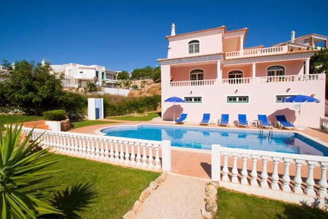 Villa Albufeira LS344, Beautiful and cheerful villa  with private pool in Albufeira, on the Algarve, Portugal for 6 persons...