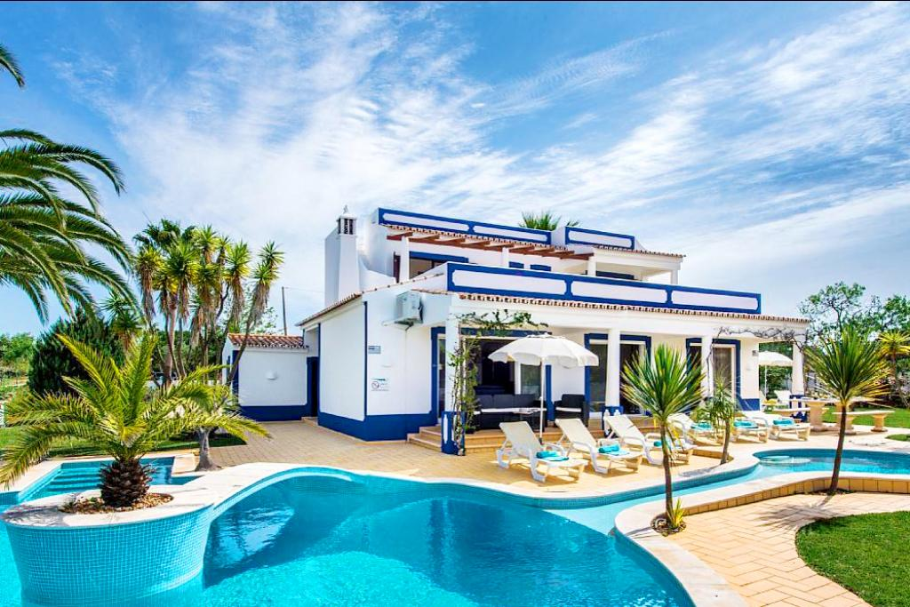 Villa Albufeira LS336, Beautiful and nice villa  with private pool in Albufeira, on the Algarve, Portugal for 8 persons...
