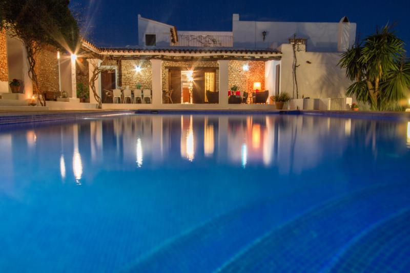 Can valls, Large and comfortable villa in Ibiza Town, Ibiza, Spain  with private pool for 11 persons...