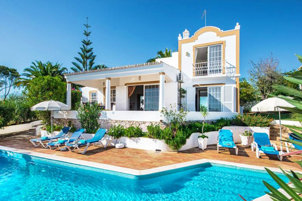 Villa Albufeira LS329, Lovely and nice villa in Albufeira, on the Algarve, Portugal  with heated pool for 6 persons...