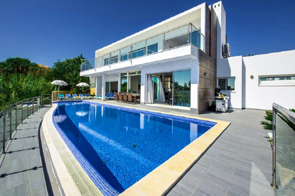 Villa Albufeira LS333, Wonderful and luxury villa in Albufeira, on the Algarve, Portugal  with private pool for 10 persons...