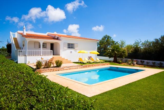 Villa Albufeira LS330, Lovely and cheerful villa in Albufeira, on the Algarve, Portugal  with private pool for 6 persons...