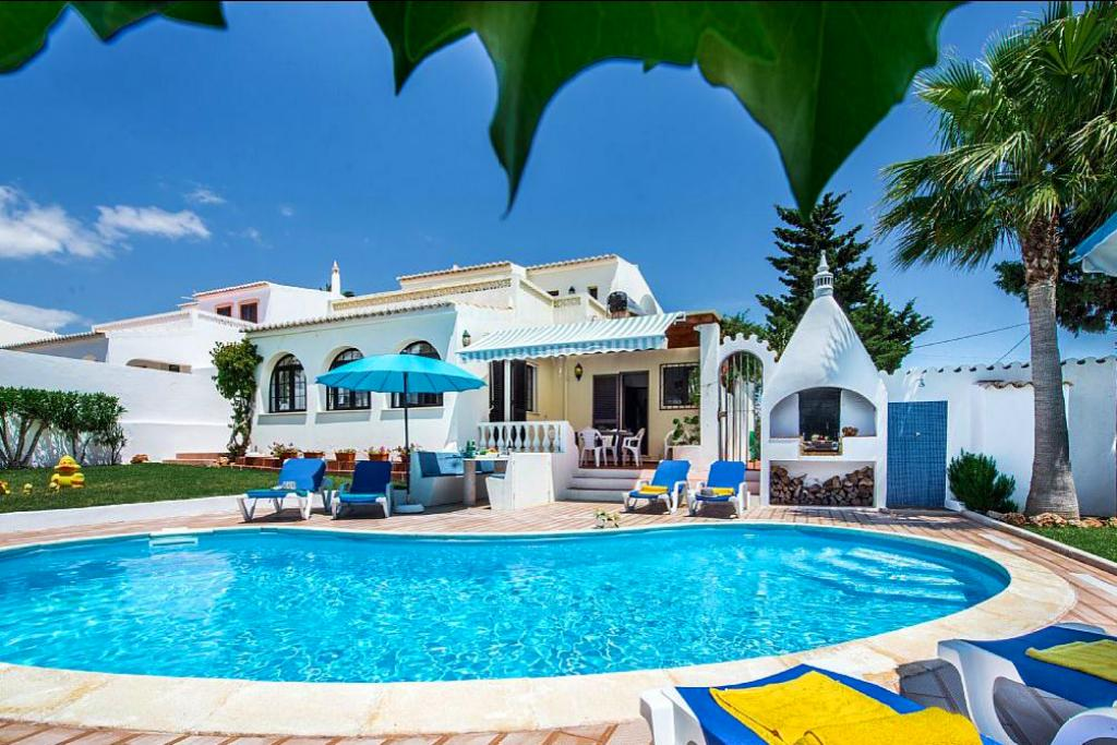 Villa albufeira ls324, Beautiful and nice villa in Albufeira, on the Algarve, Portugal  with heated pool for 6 persons...